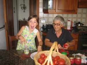 Fare i pelati con la nonna